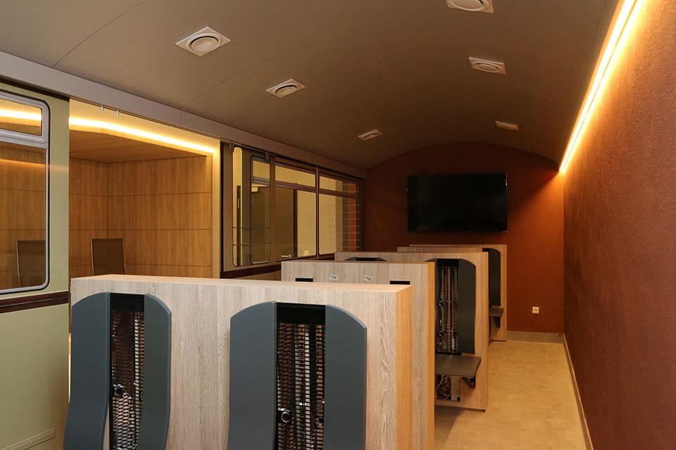 er ffnung der schwimmhalle b hlau am dvb. Black Bedroom Furniture Sets. Home Design Ideas