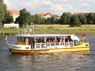Photo of the Johannstadt Elbe ferry crossing to the other bank