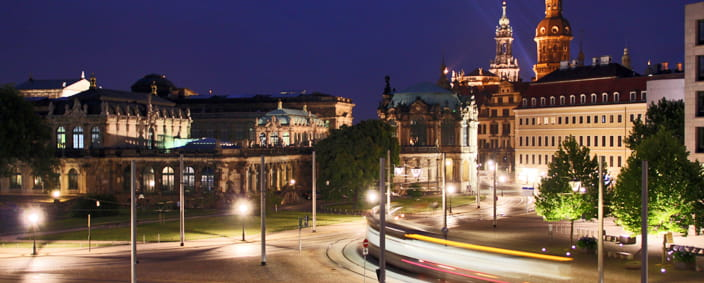 The photo shows Postplatz with the Zwinger and Palace at night.