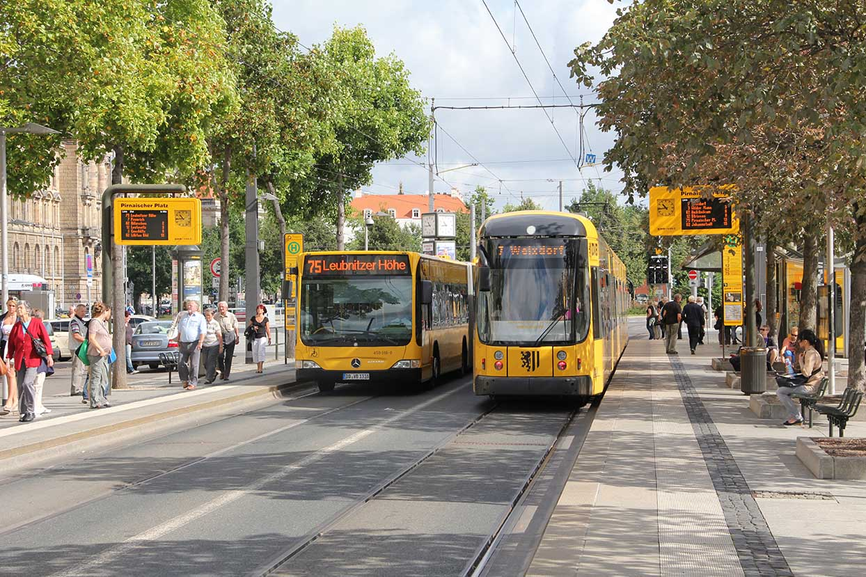 Buses and tram at a Pirnaischer Platz stop